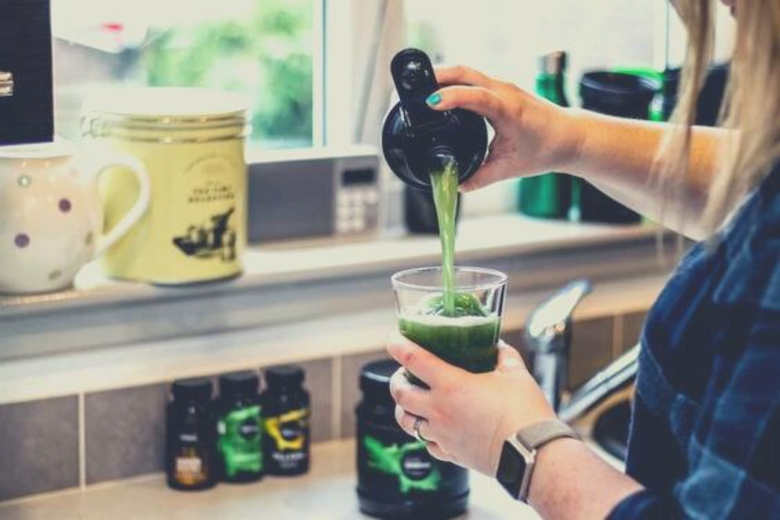Lean Greens Powder pouring smoothie